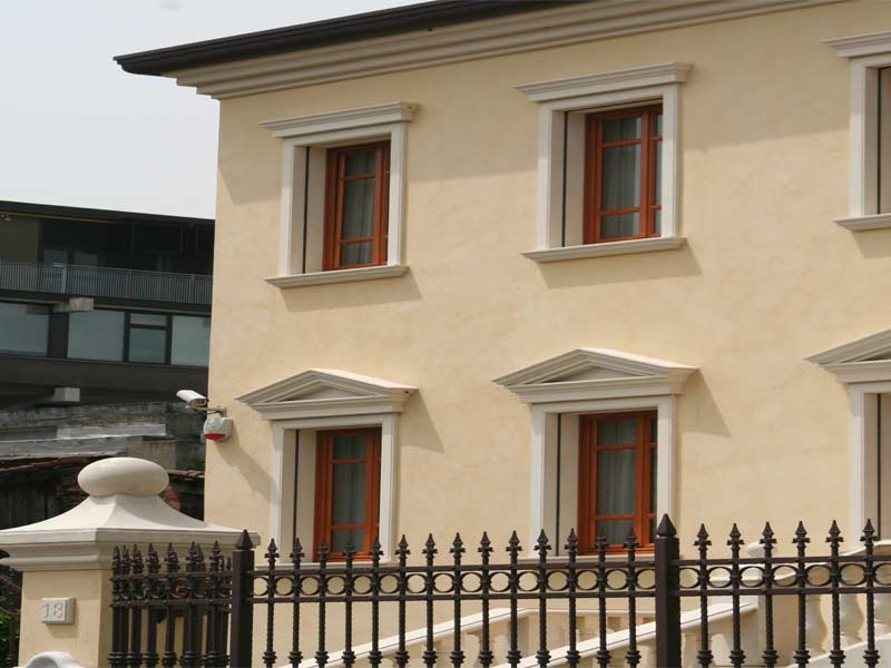 Esempio di decorazioni alleggerite stile classico