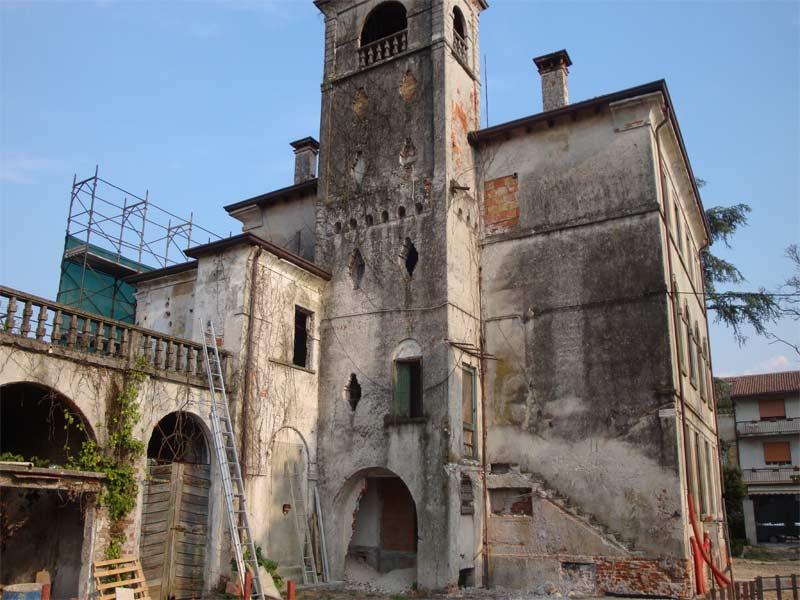 Villa prima del restauro