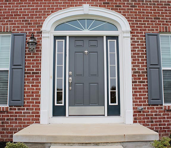 cornice portone ingresso in stile inglese con arco