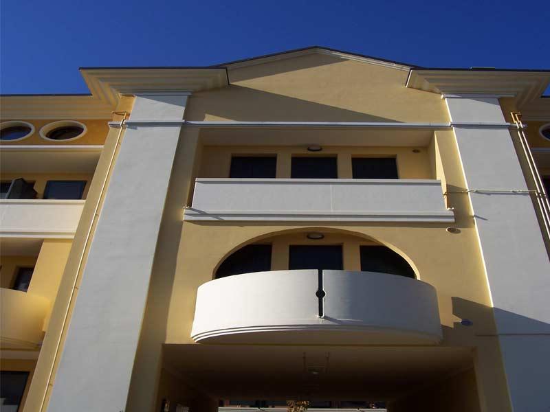 Esempio di lesene a tutta altezza edificio residenziale