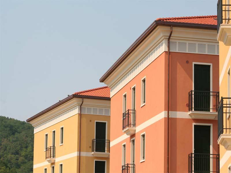 Serie di edifici residenziali decorati con elementi in EPS Eleni Decor