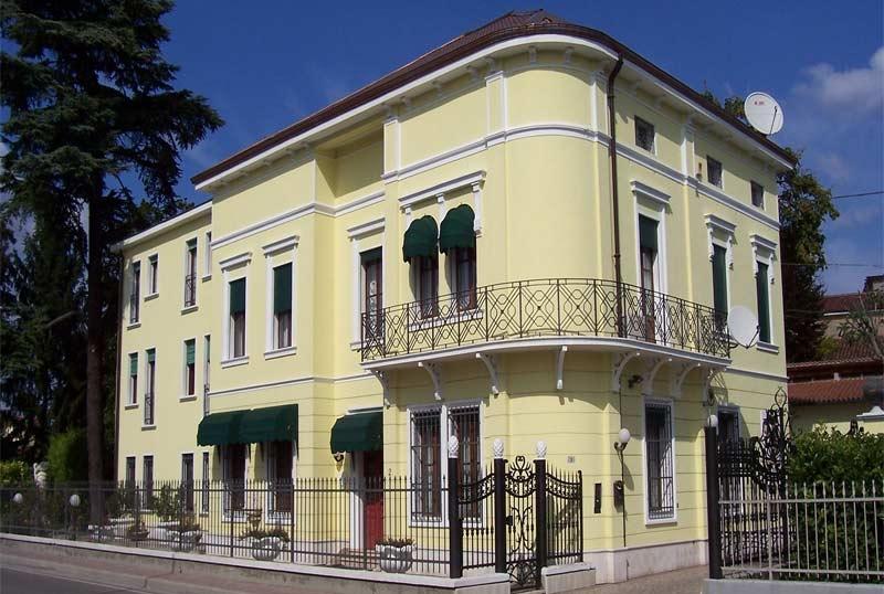 Casa stile liberty esterno for Esterno ville foto
