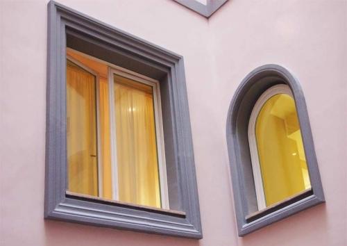 Contorni finestra su misura, lineari e curvi