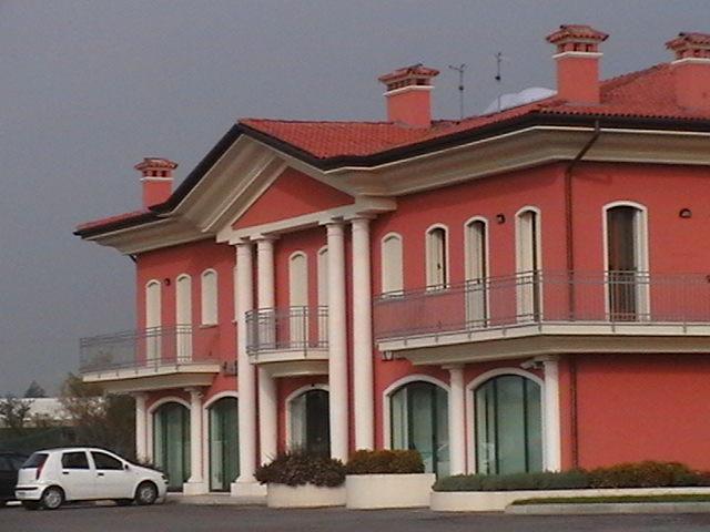 Colonne romane in polistirolo per esterni for Colonne in polistirolo prezzi