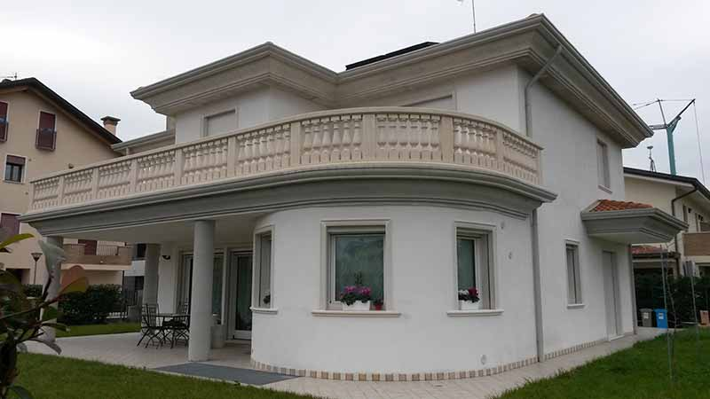 Villa con cornici pe finestre in polistirolo resinato - Cornici finestre in polistirolo ...