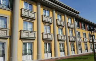 Elementi decorativi applicati su strutture prefabbricate - Gardaland Adventure Hotel