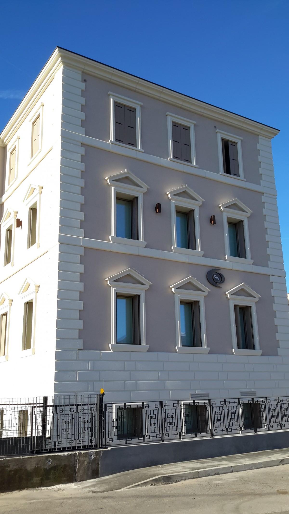 cornici per finestre Bassano e angolare bugnato