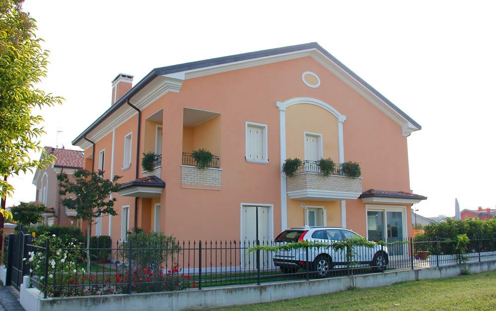 Elementi architettonici decorativi per l'esterno della casa